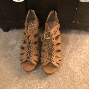 Restricted Shoes - Cute leather wedges